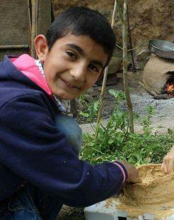 محمد الذي يتقن بناء فرن الطابون