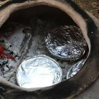 طهو المكمورة في فرن الطابون